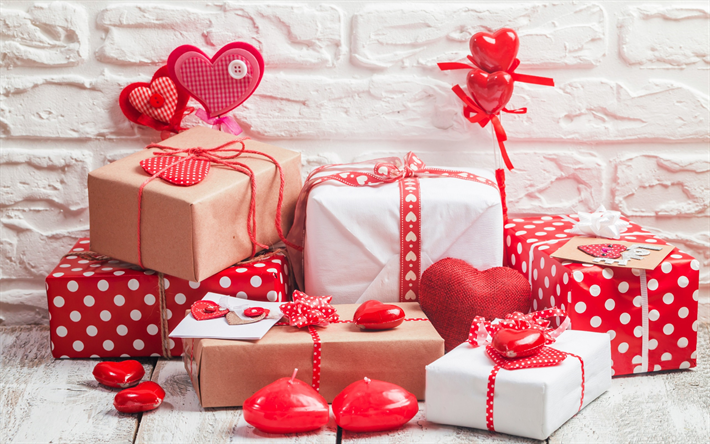 Подарунок коханій на день всіх закоханих