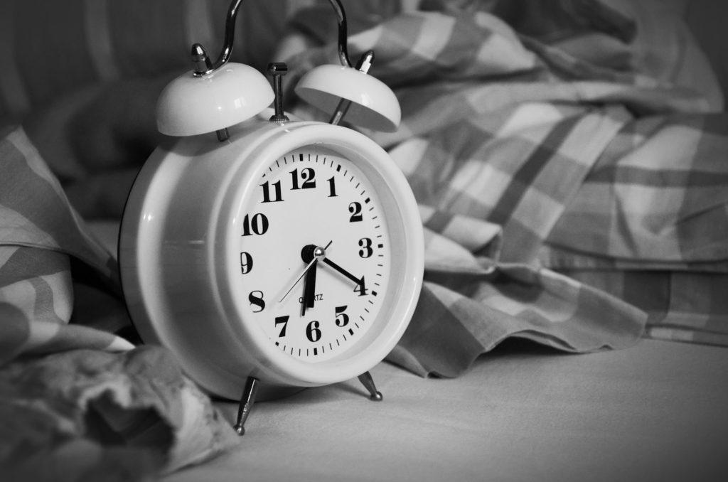 прокидатись після будильника