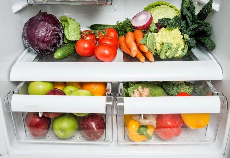 uchenye-ne-rekomenduyut-hranit-frukty-i-ovoschi-v-holodilnike