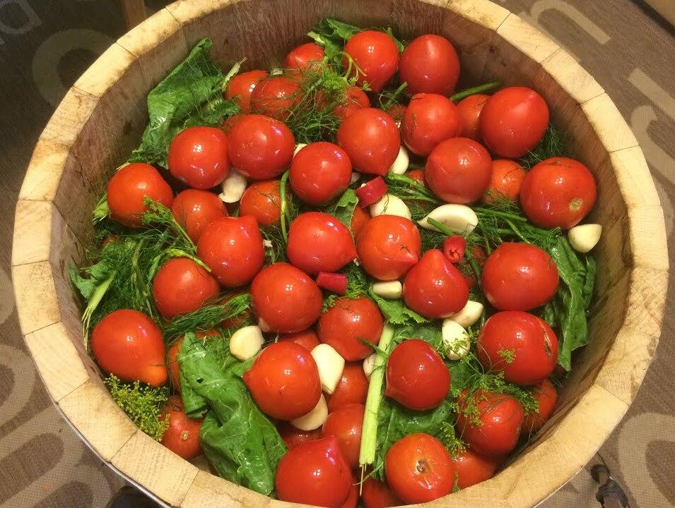 Як приготувати солоні помідори: корисні поради
