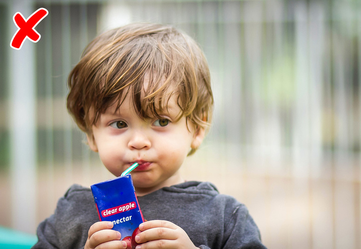 10 звичайних продуктів харчування, які пора перестати давати своїм дітям