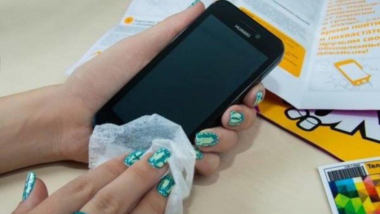 Як продезинфікувати смартфон і не нашкодити екрану